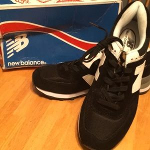 New Balance 574 Classic black and white sneakers